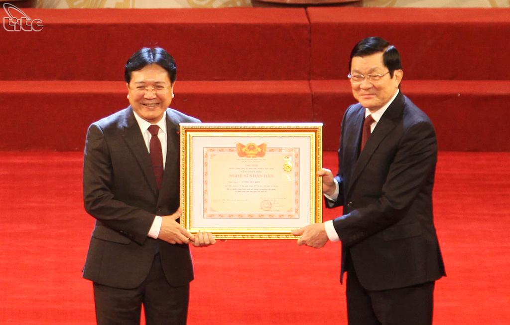 Xét tặng danh hiệu NSND cho Thứ trưởng Vương Duy Biên